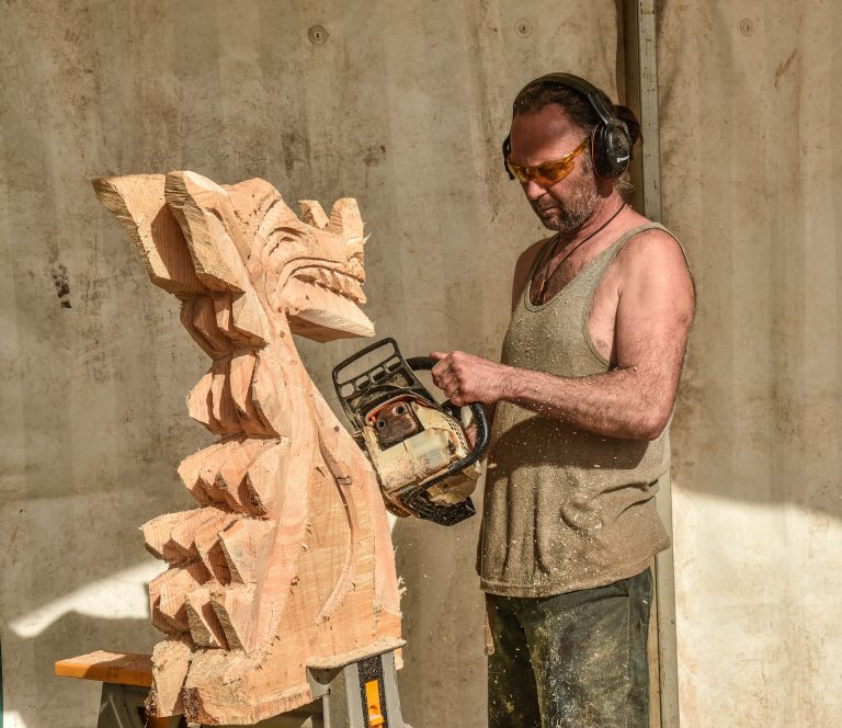 Ian Freemantle Chainsaw Carver
